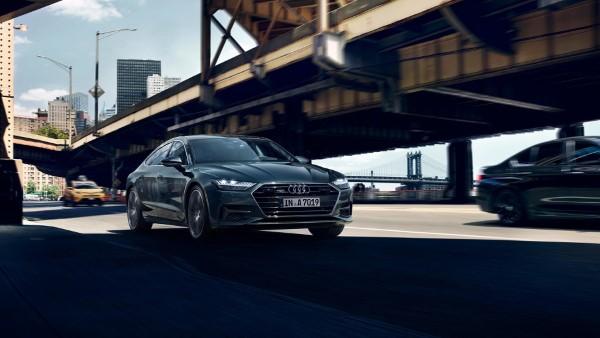 На фото четырехместное купе Audi A7 Sportback – во время движения.