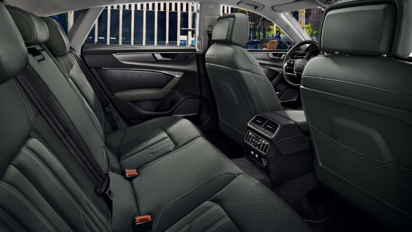 На фото четырехместное купе Audi A7 Sportback – вид внутри салона.