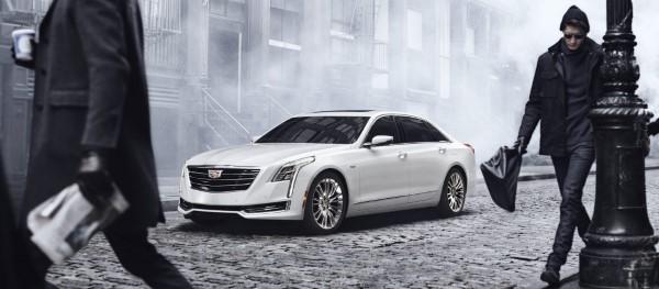 Cadillac CT6 на улице.