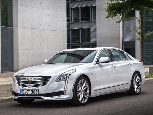 На фото припаркованный Cadillac CT6.
