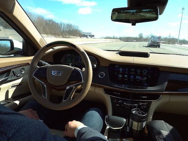 Фото Cadillac CT6 - вид на место водителя.