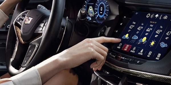 Фото Cadillac CT6 - вид на мультимедийный экран.