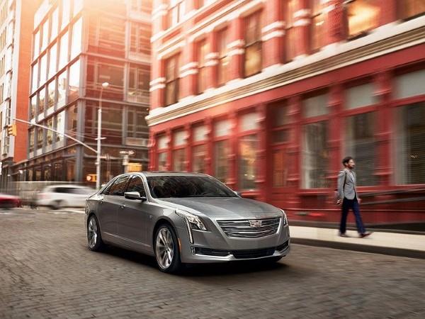 Фото Cadillac CT6 - вид справа.