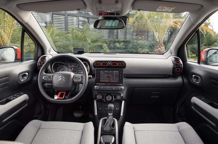 Фото сидений первого ряда Citroen C3 Aircross.