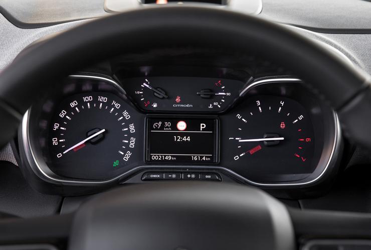 Фото панели приборов Citroen C3 Aircross.