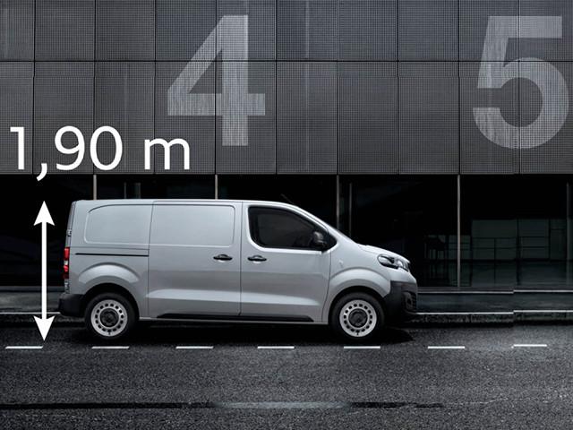 Высота Peugeot Expert позволяет ему проехать почти везде.