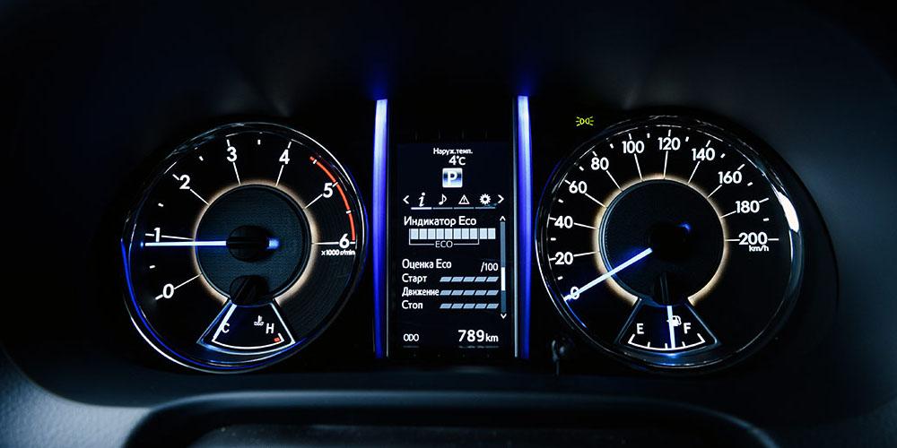 Показания маршрутного компьютера Toyota Fortuner.