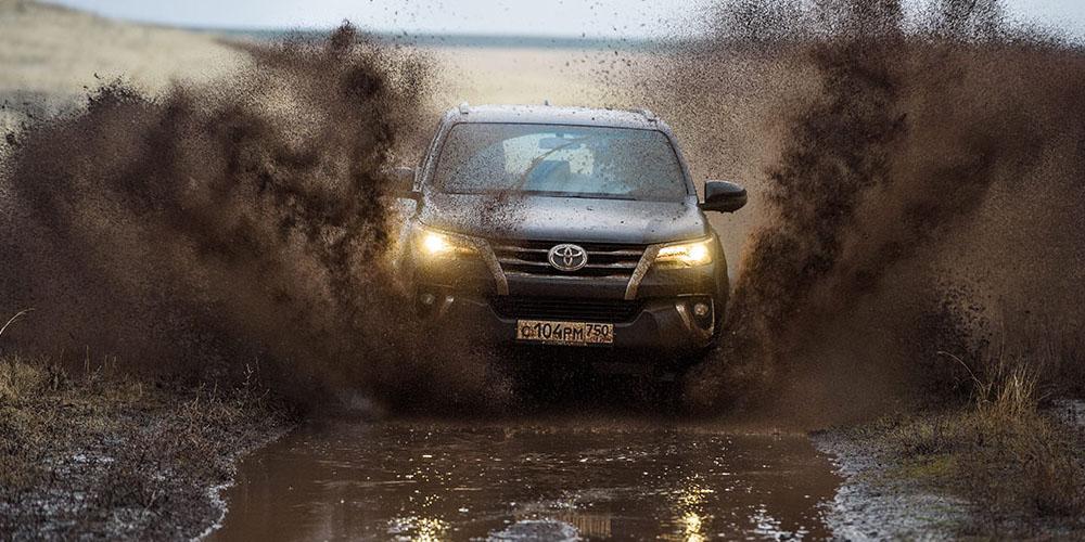 Toyota Fortuner во время тест-драйва.