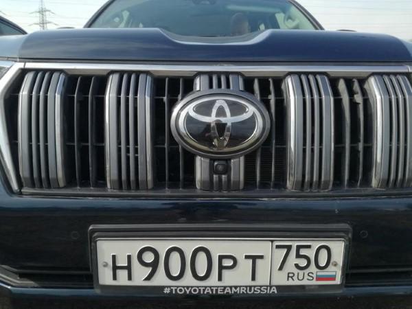 Фото радиаторной решетки Toyota Land Cruiser Prado.