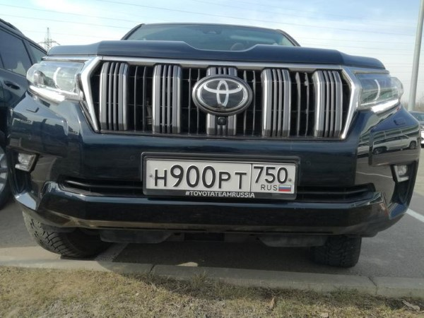 Фото Toyota Land Cruiser Prado - вид спереди.