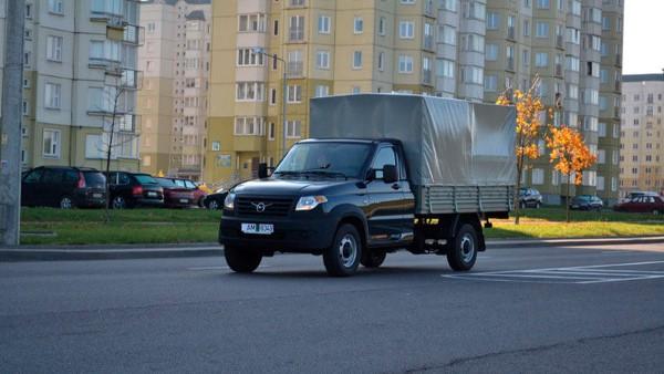 Грузовик УАЗ Профи - вид сбоку.