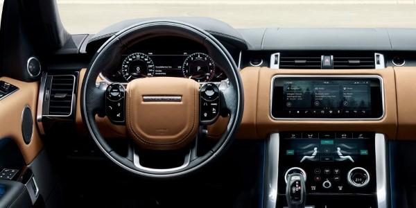 Фото Range Rover Sport - вид на панель приборов.