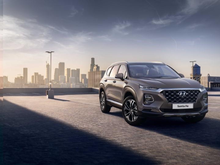Hyundai Santa Fe 2018 года будет показан осенью на Московском автосалоне.
