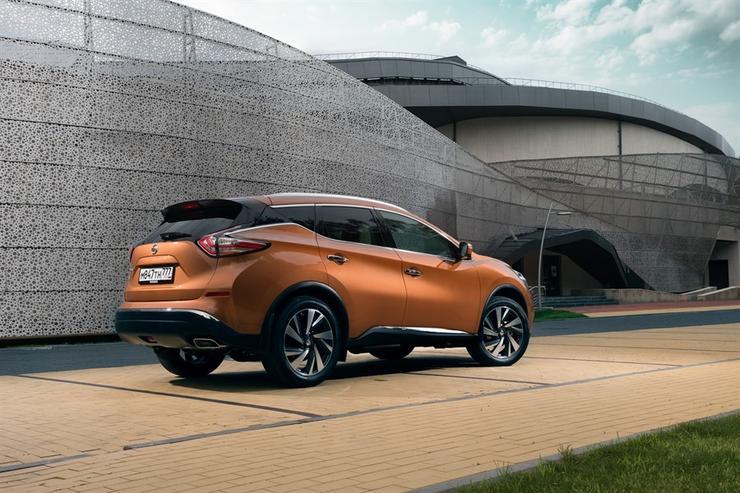Фото Nissan Murano - вид справа.