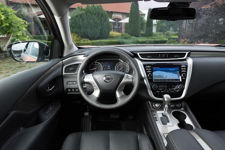 Фото Nissan Murano - вид на переднюю панель.