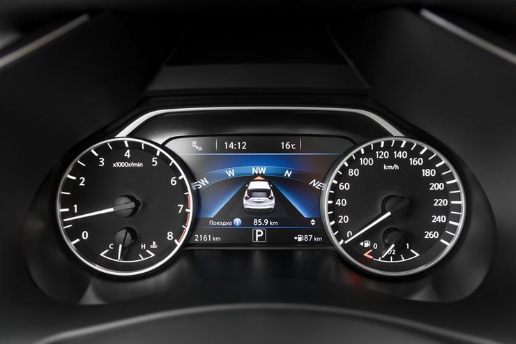 Фото Nissan Murano - вид на приборную панель.
